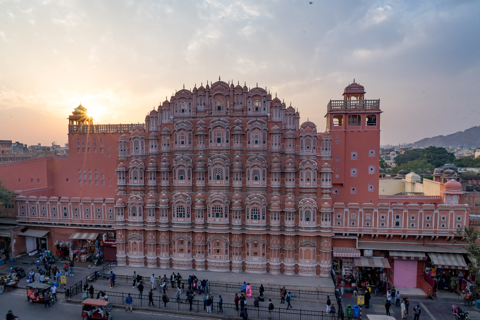 The Best Walking Tours And Places to Visit in Jaipur With Kids or Solo